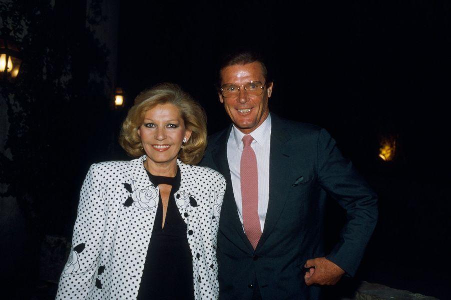 Roger Moore et son épouse Luisa Mattioli au Festival de Cannes 1987. Le festival fêtait cette année là son 40ème anniversaire.