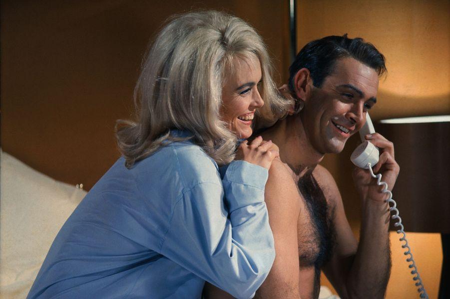 Sean Connery dans la peau de James Bond dans «Goldfinger», sorti en 1964 (ici avec l'actrice Jill Masterson)