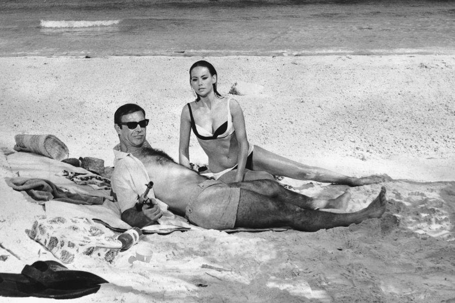 Sean Connery dans la peau de James Bond dans «Opération Tonnerre», sorti en 1965 (ici avec l'actrice Maryse Mitsouko)