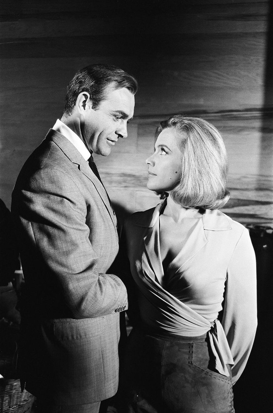 Sean Connery dans la peau de James Bond dans «Goldfinger», sorti en 1964 (ici avec l'actrice Honor Blackman)