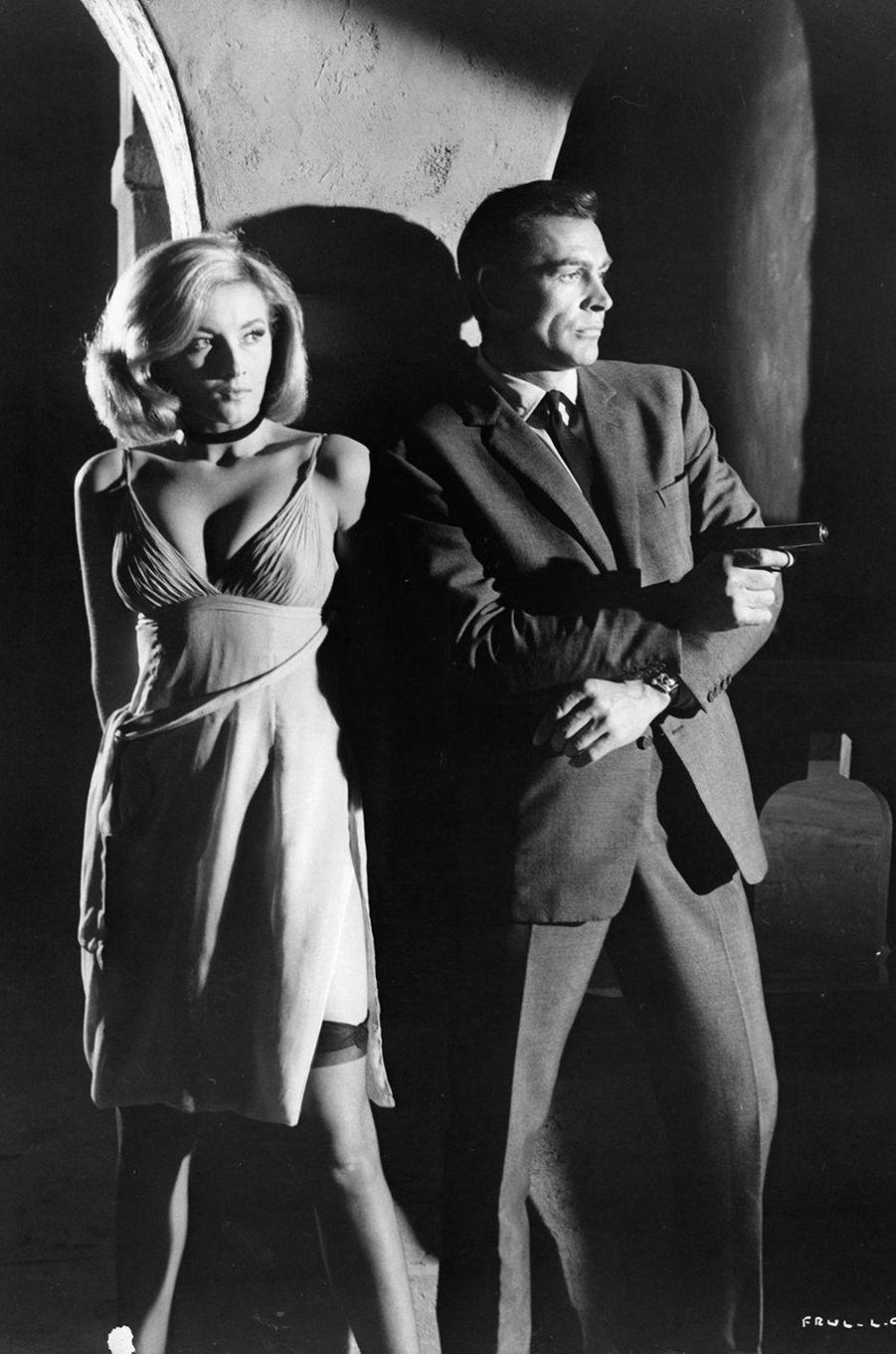 Sean Connery dans la peau de James Bond dans «Bons baisers de Russie», sorti en 1963 (ici avec l'actrice Daniela Bianchi)