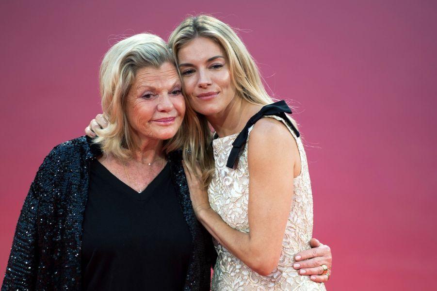 Sienna Miller et sa mère lors du 45e Festival de Deauville