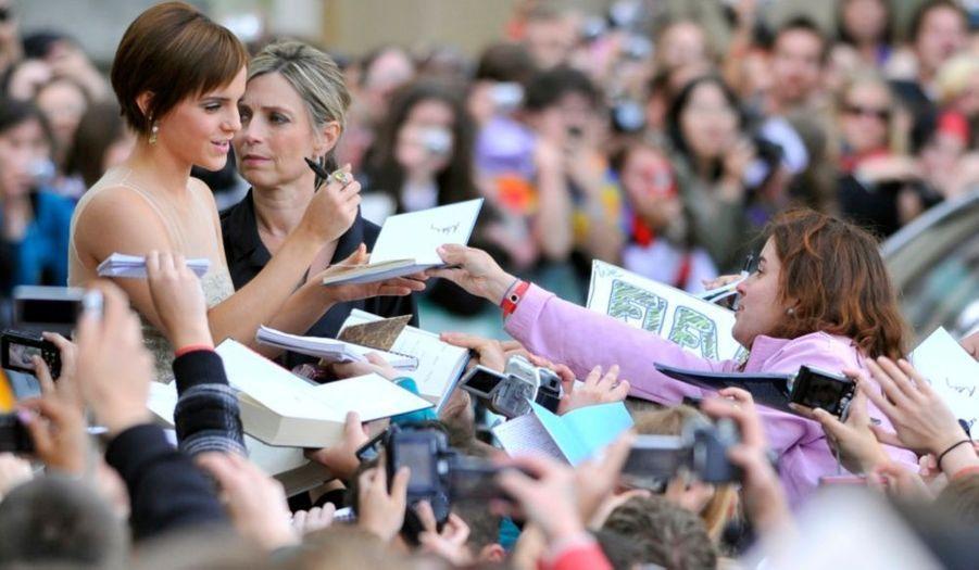 A l'image de l'actrice Emma Watson, les héros de la série ont été très sollicités par les fans lors de leur traversée du tapis rouge.