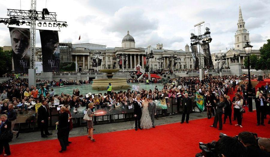 L'ultimevolet des aventures du sorcier,«Harry Potter et les reliques de la mort, Partie 2», a été diffusé jeudi à Londres en avant-première mondiale. Les fans ont fait le déplacement pour voir unedernière fois leurs héros fouler le tapis rouge.