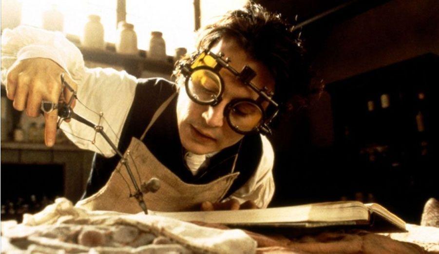 Dans ce film à mi-chemin entre l'aventure et l'épouvante, l'acteur joue le rôle de Ichabod Crane, un inspecteur new-yorkais chargé d'enquêter dans le village de Sleepy Hollow, là où les corps d'une famille de riches bourgeois ont été retrouvés sans tête.