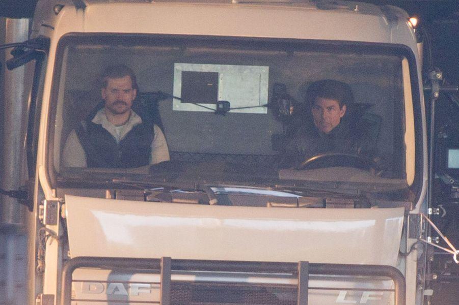 """Henry Cavill et Tom Cruise sur le tournage de """"Mission Impossible 6"""" à Paris"""