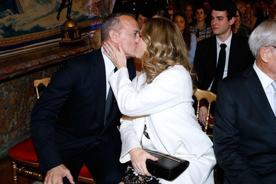 L'acteur Tom Hanks a reçu la Légion d'honneur à Paris, le 19 mai 2016.