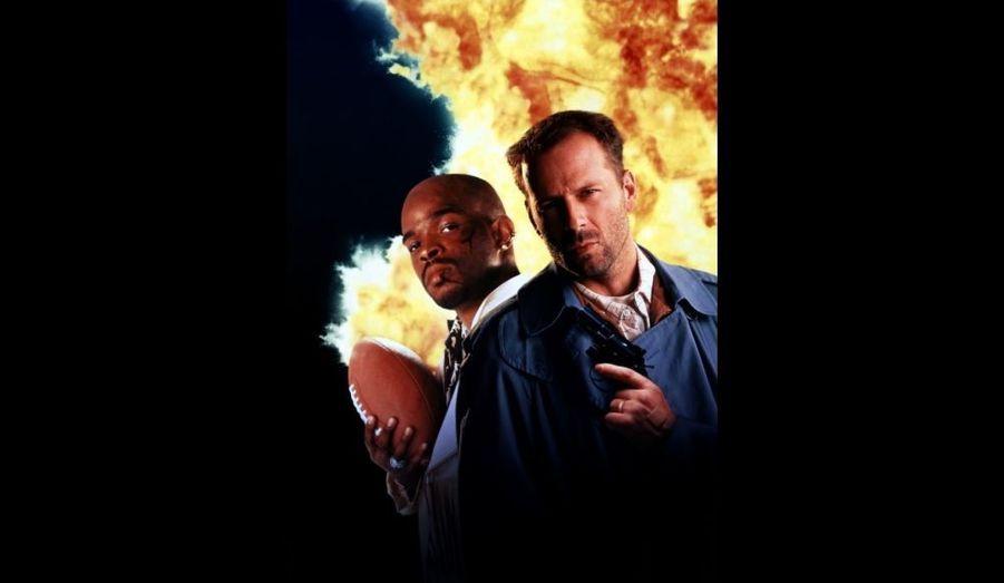 Détective privé sur le retour, Bruce Willis (proche de son rôle de John McClane) doit s'associer à Damon Wayans pour résoudre une enquête mêlant meurtre, trafic de cocaïne et football américain...