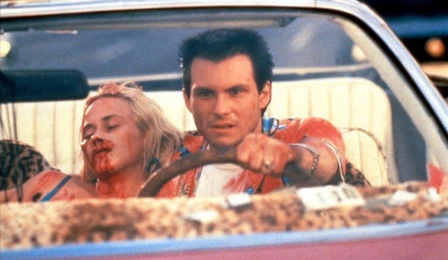 """Ce """"Bonnie & Clyde"""" des années 1990, à la distribution incroyable (Christian Slater, Patricia Arquette, Dennis Hopper, Gary Oldman, Christopher Walken, Val Kilmer, Brad Pitt, entre autres...) et au scénario signé Tarantino, est à la fois le plus grand succès critique de Scott, et l'un de ses plus gros bides commerciaux..."""