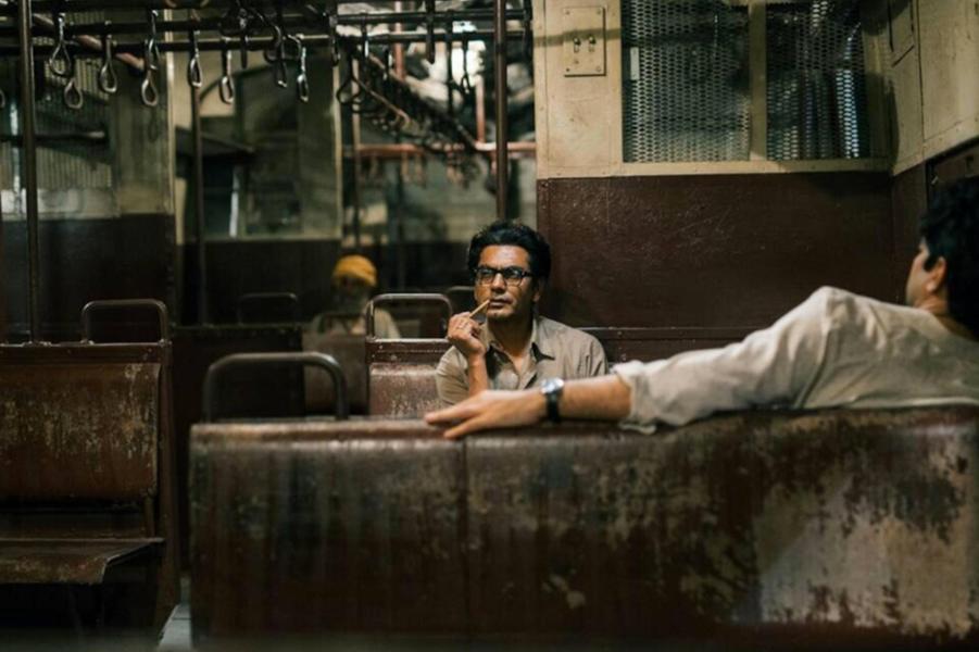 «Manto» de Nandita DasLe synopsis :En 1948 à Bombay, le célèbre et controversé écrivain Saadat Hasan Manto scandalise par ses écrits engagés. La déflagration de la Partition le contraint à quitter Bombay, sa ville adorée, pour Lahore au Pakistan. Ses convictions pour la liberté d'expression et son inlassable passion pour les laissés-pour-compte finissent de faire de cet exil un drame et de donner toute sa puissance à l'écriture de Manto.