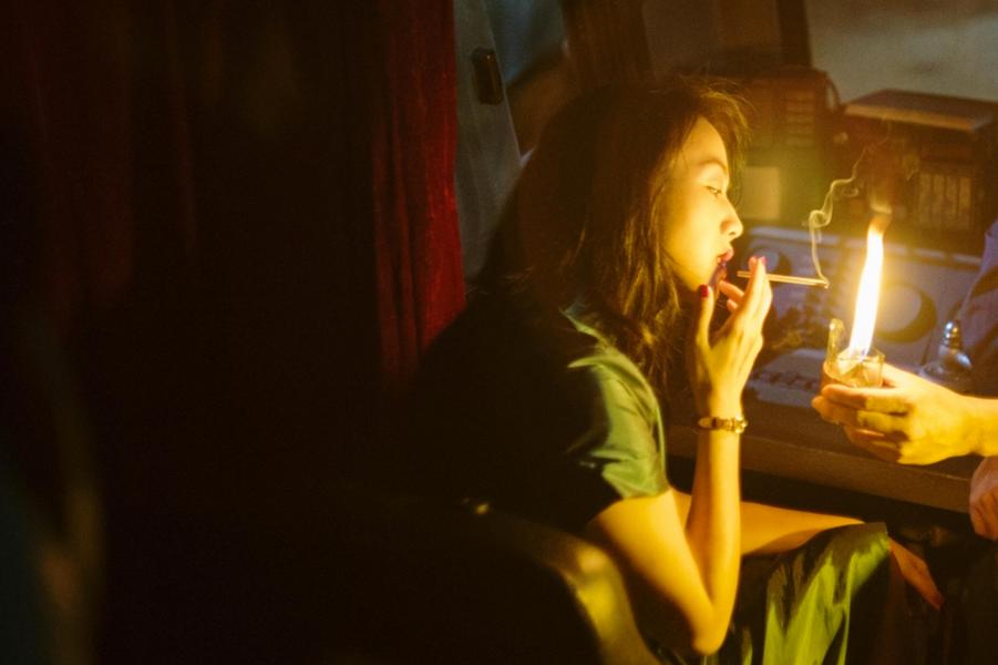 «Long Day's Journey into Light» de Bi GanLe synopsis :Luo Hongwu revient à Kaili, sa ville natale, après s'être enfui il y a beaucoup d'années.Il se met à la recherche de la femme qu'il a aimée et jamais effacée de sa mémoire.