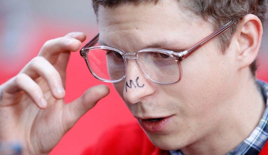 Michael Cera avait griffonné ses initiales sur son nez à l'avant-première londonienne de Scott Pilgrim vs. the World, hier.