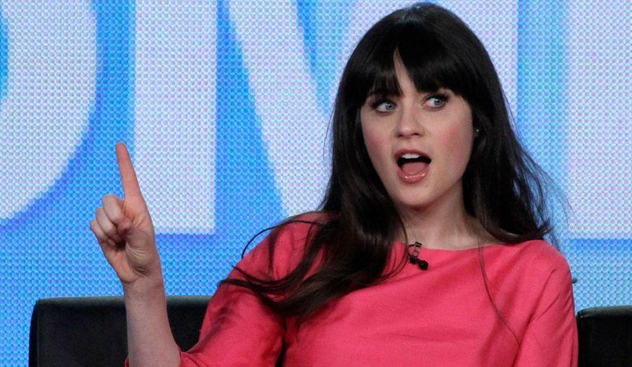 """Tout juste divorcée, Zooey Deschanel ne perd pas le sourire. La star de la série """"New Girl"""" participait à une discussion avec le public à Pasadena, en Californie, dimanche."""