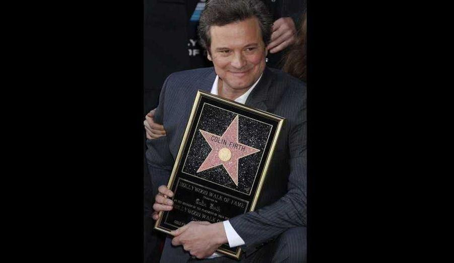 """Colin Firth, """"oscarisable"""" pour son rôle dans Le discours d'un roi, a reçu hier son étoile sur le célèbre Walk of Fame. """"Je suis très heureux d'avoir mon petit coin d'Hollywood, que j'appellerai mon petit coin d'Angleterre, près de ma partenaire Emma Thompson"""", a déclaré l'acteur britannique de 50 ans."""