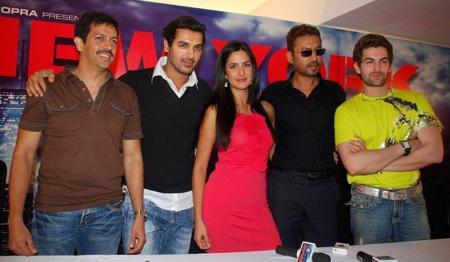 L'équipe de «New York Mumbai» est au complet. Elle poursuit tranquillement la promotion de cette dernière production signée Bollywood. Ce film sortira prochainement dans les salles obscures.