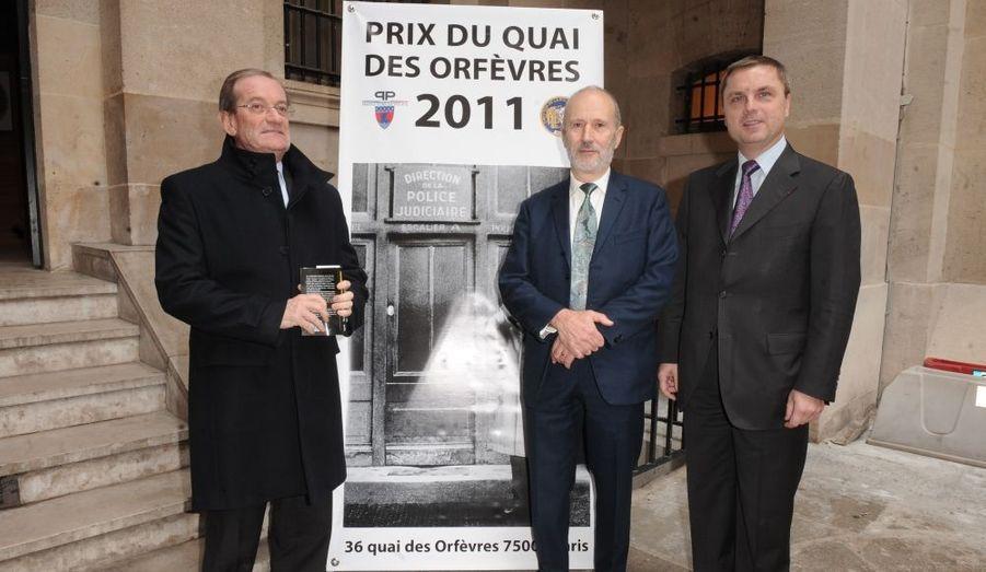 Le 64e prix du Quai des Orfèvres, qui récompense à un roman policier, a été attribué à Claude Ragon pour Du bois pour les cercueils.