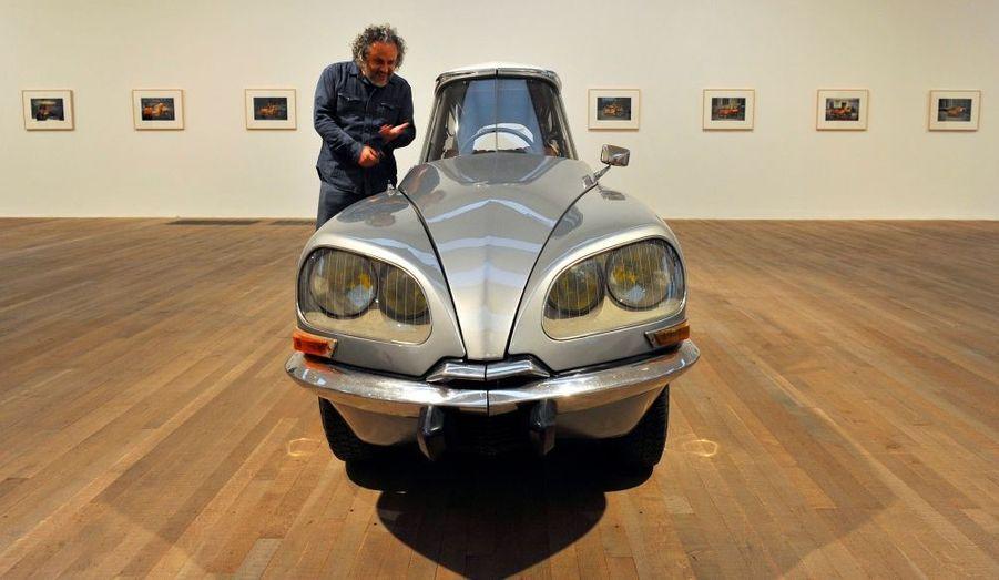 La DS de Citroën, revue par l'artiste mexicain Gabriel Orozco. La voiture, exposée au Tate Modern gallery de Londres, a été réduite du tiers en son centre.