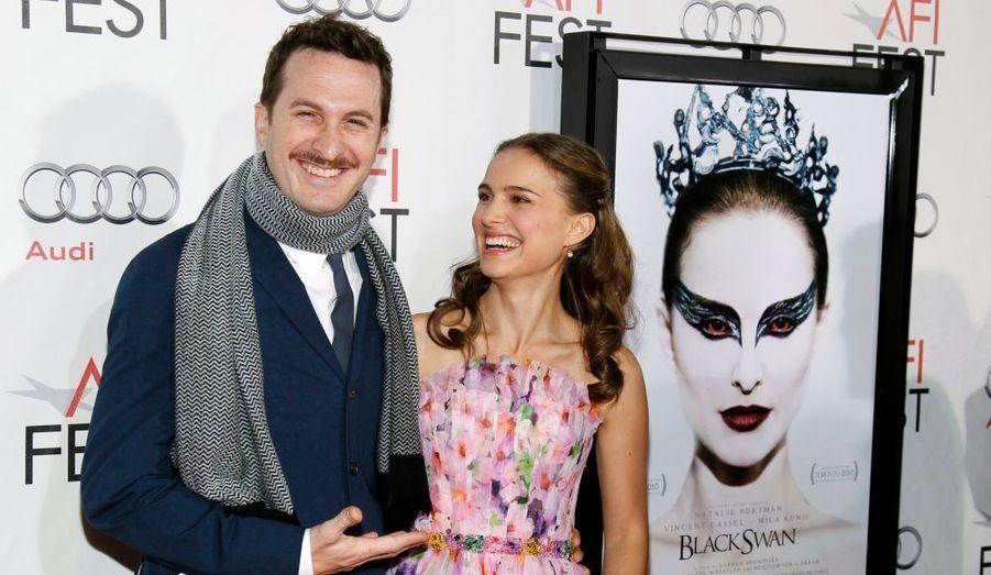 """Tout juste séparé de Rachel Weisz, le cinéaste Darren Aronofsky présentait son nouveau film, """"Black Swan"""", en compagnie de Natalie Portman jeudi soir à Los Angeles."""