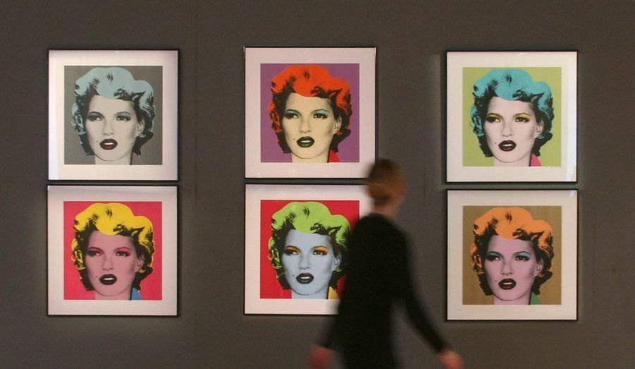 Six portraits du mannequin Kate Moss, réalisés par le graphiste Banksy seront vendus aux enchères ce mardi soir à Londres. Inspiré par de ceux Marilyn Monroe par Andy Warhol, les portraits seront cédés dans le cadre d'une vente de la maison Bonhams, consacrée à l'art urbain. Les tableaux sont estimés à 150000 livres sterling.