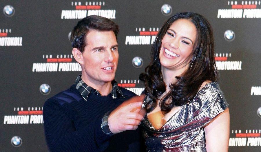 """En pleine polémique sur les """"faux fans"""" de Séoul, Tom Cruise poursuit la tournée promotionnelle de son nouveaufilm """"Mission Impossible: Le ProtocoleFantôme"""". Ici, le comédienetl'actricePaula Pattonposentsur le tapis rougelors dela première européennedu long-métrageà Munich."""