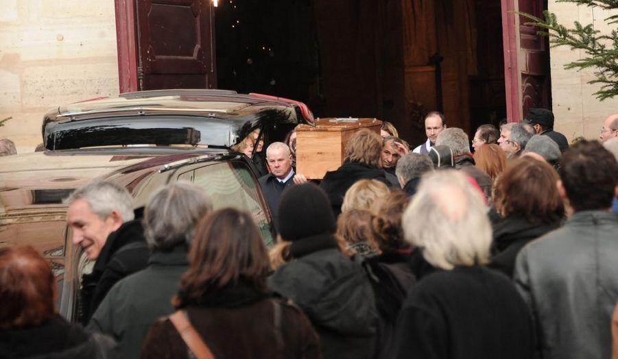 Les funérailles de l'acteur Bernard-Pierre Donnadieu se sont déroulés hier, en l'église Saint Jean-Baptiste, à Sceaux. De nombreux amis du comédien du Retour de Martin Guerre, mais aussi des anonymes lui ont adressé un dernier adieu.