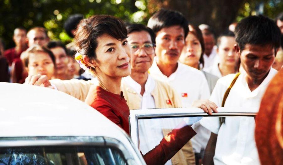 L'un des films événements de 2011. The Lady est une histoire d'amour hors du commun, celle d'un homme, Michael Aris, et surtout d'une femme d'exception, Aung San Suu Kyi, qui sacrifiera son bonheur personnel pour celui de son peuple. Rien pourtant ne fera vaciller l'amour infini qui lie ces deux êtres, pas même la séparation, l'absence, l'isolement et l'inhumanité d'une junte politique toujours en place en Birmanie. Mis en scène par Luc Besson, avec Michelle Yeoh étonnante de ressemblance dans le rôle-titre, The Lady a été tourné en Thaïlande et en France. Sa date de sortie définitive n'est pas encore fixée.