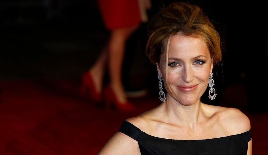 """L'actrice Gillian Anderson, la célèbre Scully d'""""X Files"""", pose lors de la première européenne de """"360"""" de Fernando Meirelles, à Londres."""