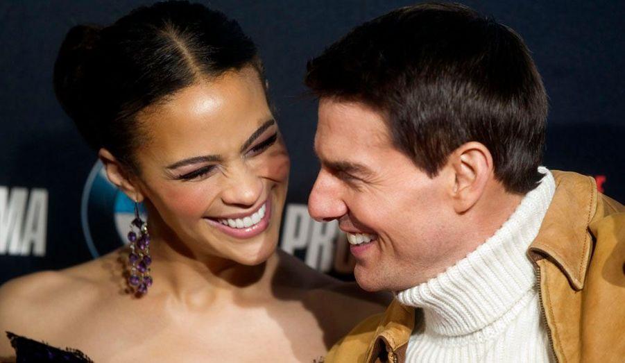 """Tom Cruise poursuit sa tournée promotionnelle pour son dernier film, """"Mission Impossible: Protocole Fantôme"""". Il pose ici avec sa costar Paula Patton, lors d'un photocall dans le centre de Madrid."""