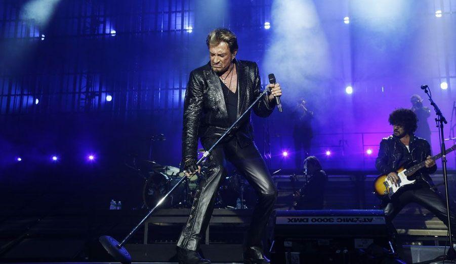 Johnny Hallyday a fêté vendredi soir son 69ème anniversaire sur scène, au Stade de France. L'idole des jeunes n'a rien perdu de sa fougue légendaire.