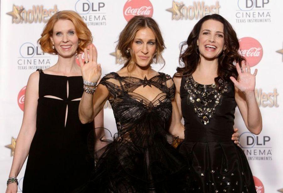 """A l'occasion de la cérémonie du Showest de Las Vegas, Cynthia Nixon, Sarah Jessica Parker et Kristin Davis représentaient le long métrage adapté de la série """"Sex and The City""""."""
