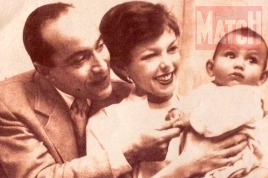 """""""En 1956, année de ma naissance, une des rares photos où nous sommes réunis mes parents et moi."""""""
