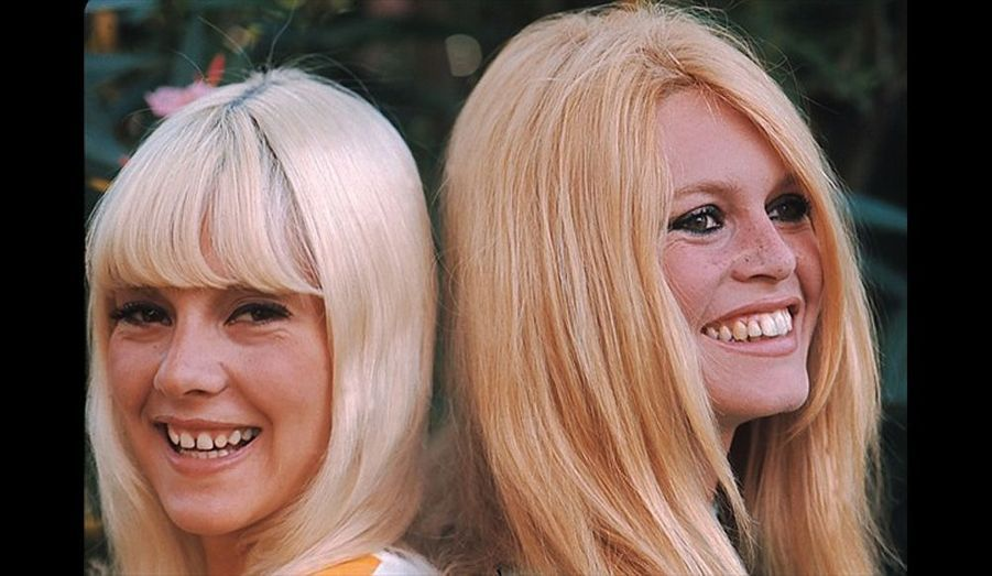 Sylvie Vartan et Brigitte Bardot à Rome, dans la villa louée par Gunther Sachs. Décembre 1967.
