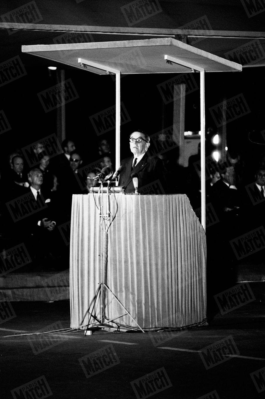 Maurice Genevoix, alors secrétaire perpétuel de l'Académie française, lors de l'hommage national à François Mauriac, devant l'Institut, le 4 septembre 1970.