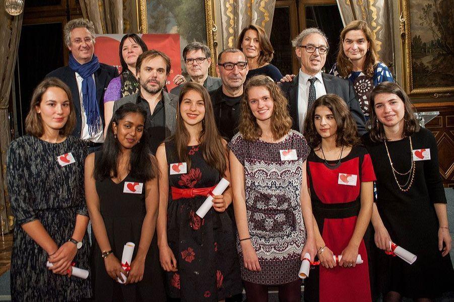 Les lauréats en compagnie des jurés François Dufour, Isabelle Lebret, Romain Sardou, Alexandre Wickham, Gilles Cohen-Solal, Camilla Antonini, Bernard Spitz et Héloïse d'Ormesson.