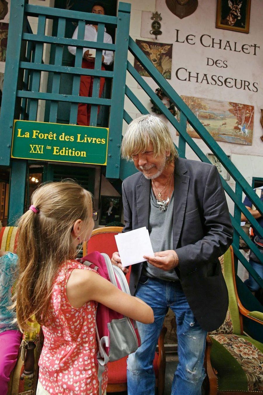 « Tu te retournes et puis t'es vieux », écrit Renaud. Mais le plaisir de se retrouver de plain-pied avec les enfants reste le même.