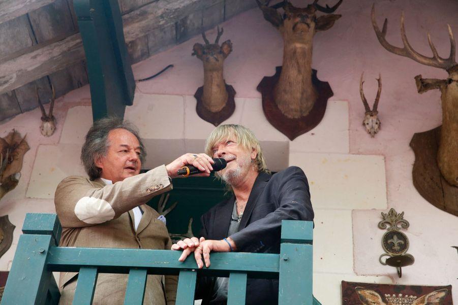 Depuis le balcon du chalet des Chasseurs, Renaud, ému, remercie pour son prix.