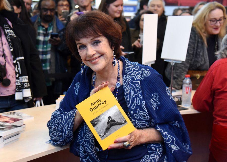 Anny Duperey au Salon du livre à Paris le 16 mars 2019