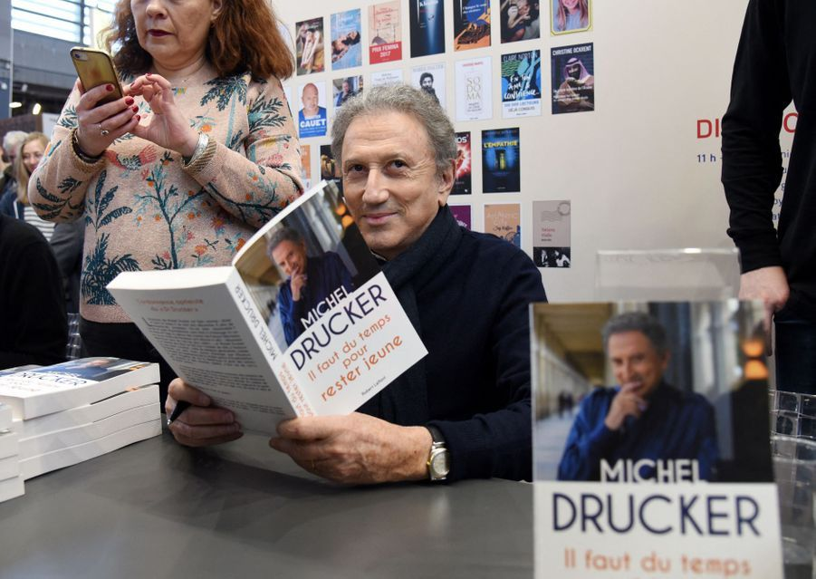 Michel Drucker au Salon du livre à Paris le 16 mars 2019