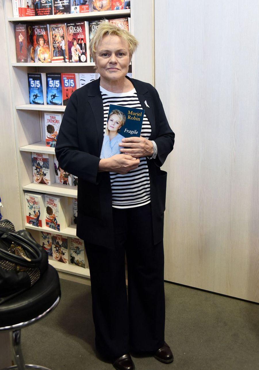Muriel Robin au Salon du livre à Paris le 16 mars 2019