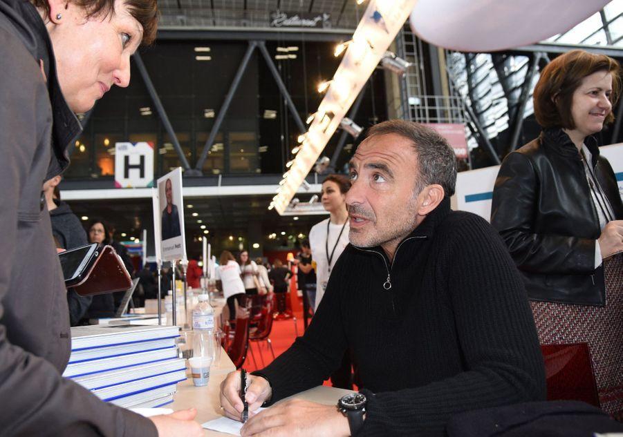Nikos Aliagas au Salon du livre à Paris le 16 mars 2019
