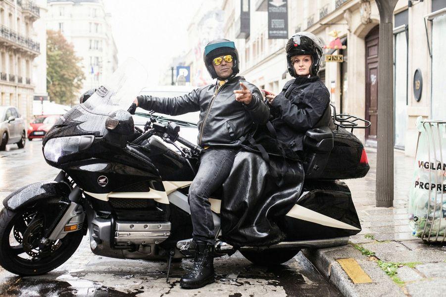 Attendue à Boulogne-Billancourt, elle est transportée en taxi-moto jusqu'aux locaux de LCI. « On se retrouve là-bas », nous lance-t-elle.