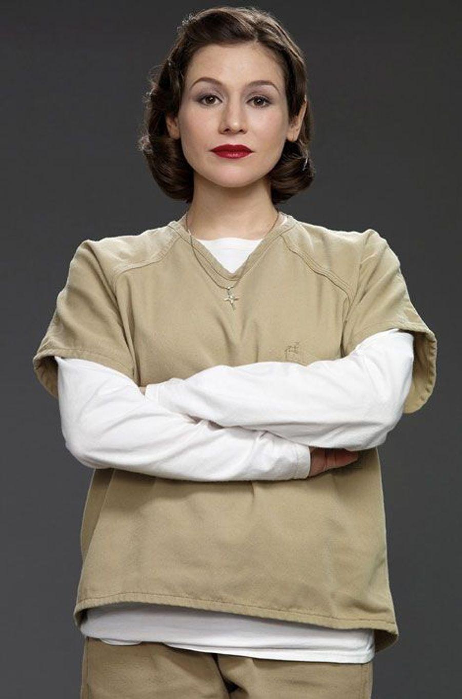 Lorna Morello (Yael Stone)