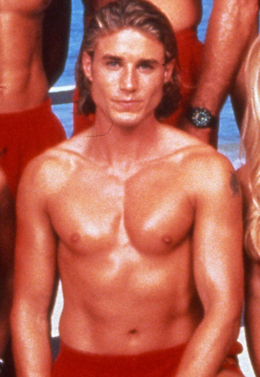 """Jaason Simmons (Logan Fowler) :Jaason Simmon a eu du mal à rebondir après son départ d'""""Alerte à Malibu"""". Il a à son actif quelques apparitions au cinéma (""""Frankenstein & the Werewolf Reborn"""" ou encore """"Bloody mary""""). En 2008, il a dévoilé son homosexualité dans une interview au magazine australien """"New Idea""""."""