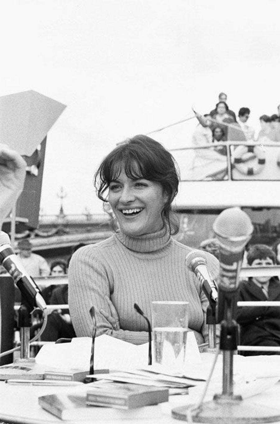 Anne-Marie Peysson lors d'une émission de RTL en 1969