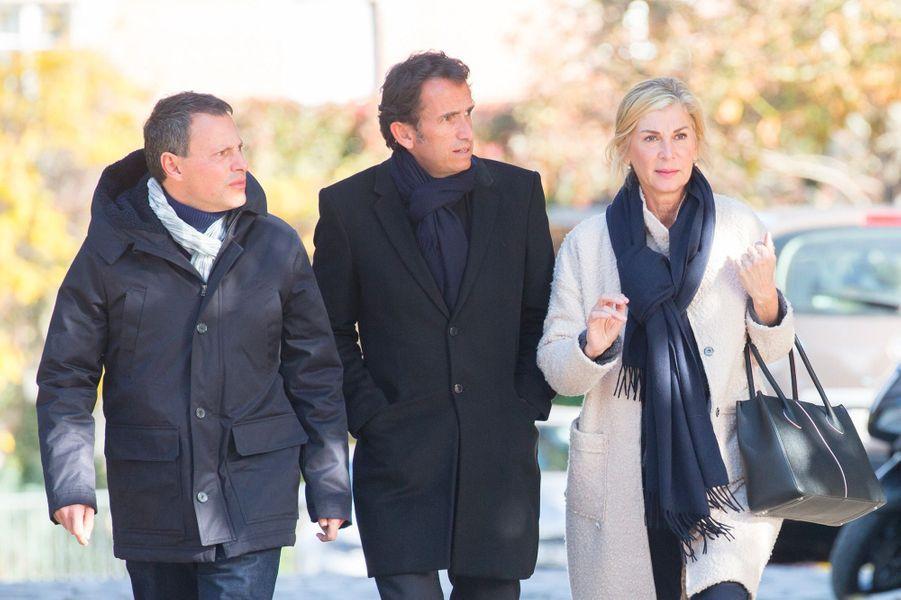 Marc-Olivier Fogiel, Alexandre Bompard, Michèle Laroque aux obsèques de Philippe Gildas au Père Lachaise, à Paris, lundi 5 novembre