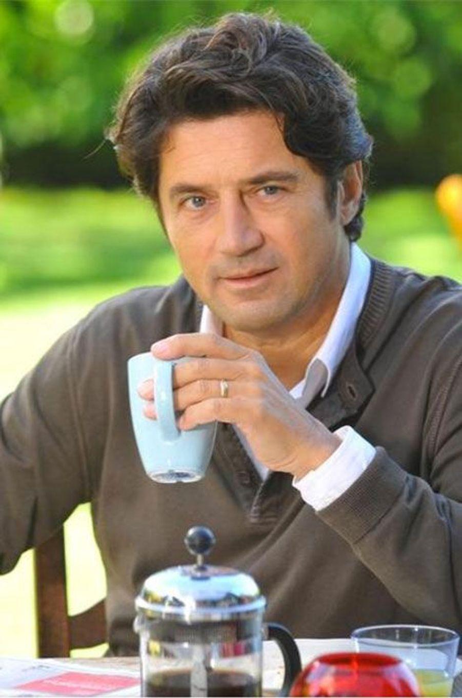 """Bruno Madinier a été écarté de """"Mes amis, mes amours, mes emmerdes..."""" car TF1 voulait renouveler la série"""