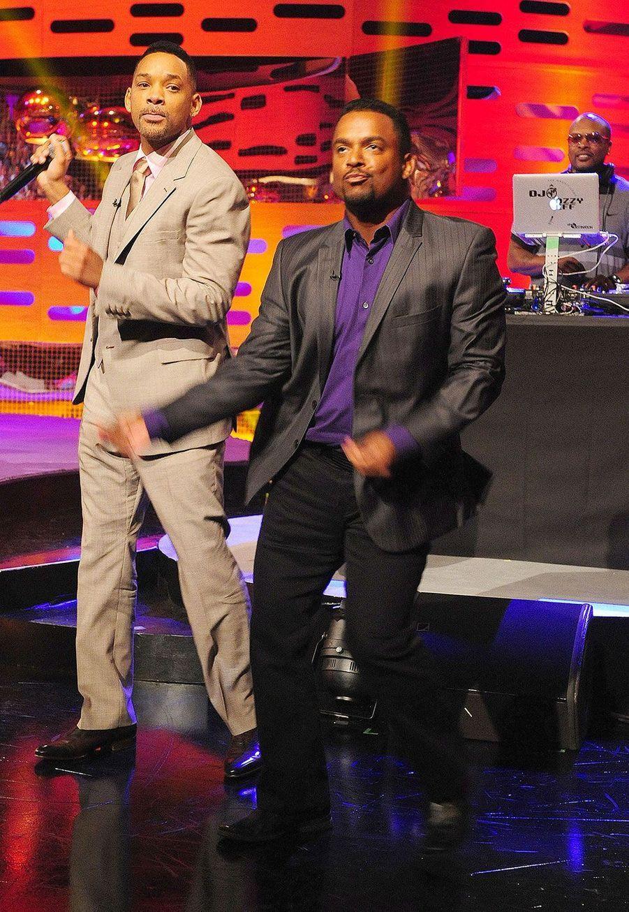 """Will Smith etAlfonso Ribeiro dans """"Le prince de Bel-Air"""" qui dansent à la télévision en 2013"""