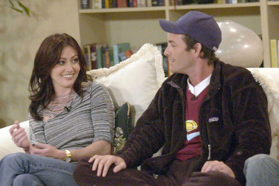 """Shannen Doherty et Luke Perry, couple mythique de """"Beverly Hills"""", ici en 2006"""
