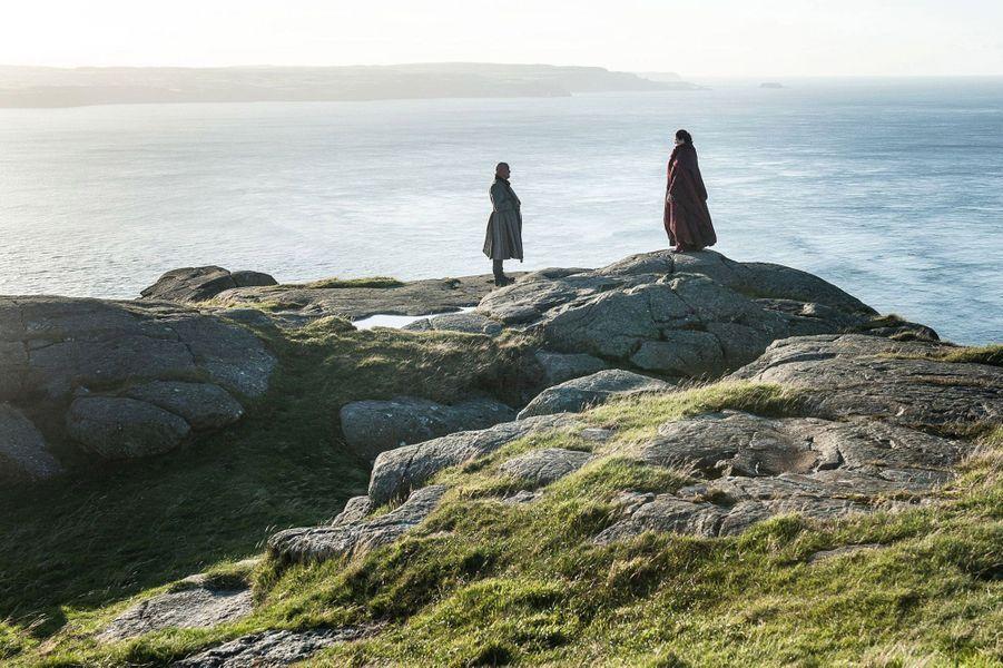 Varys (Conleth Hill) et Mélisandre (Carice van Houten)