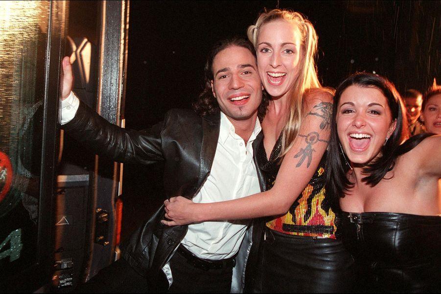 Mario, Sidonie et Jenifer lors du lancement de la première saison de la «Star Academy», sur TF1, le 20 octobre 2001